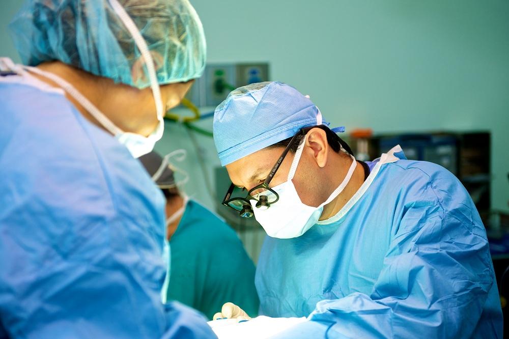 Resultado de imagen de doctor operando